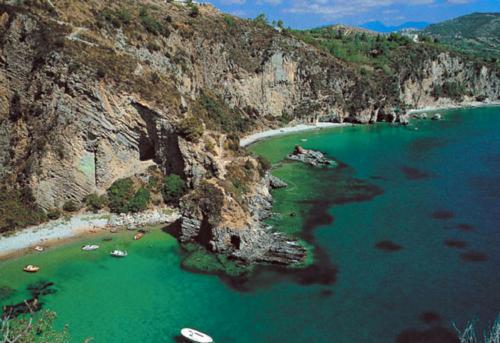 amalfi love boat charter cilento